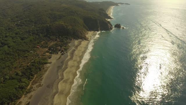 vídeos de stock e filmes b-roll de pacific coast mexico - barco de turismo