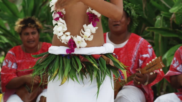 pacific island dancer - hawaiianische kultur stock-videos und b-roll-filmmaterial