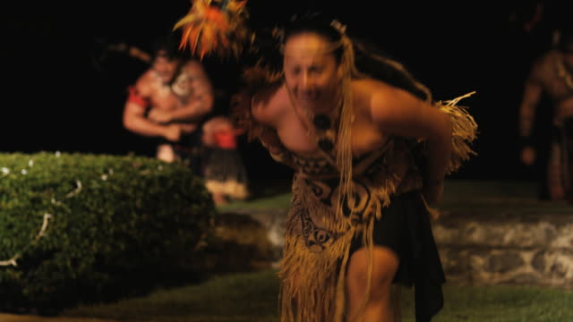 pacific islander cultural dancer - insel tahiti stock-videos und b-roll-filmmaterial