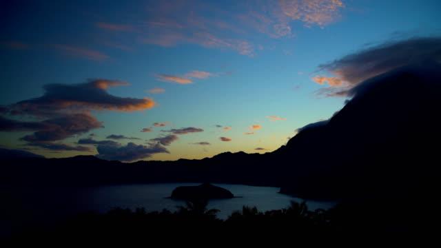pacific ocean bay sunrise atuona hiva oa marquesas - remote location bildbanksvideor och videomaterial från bakom kulisserna