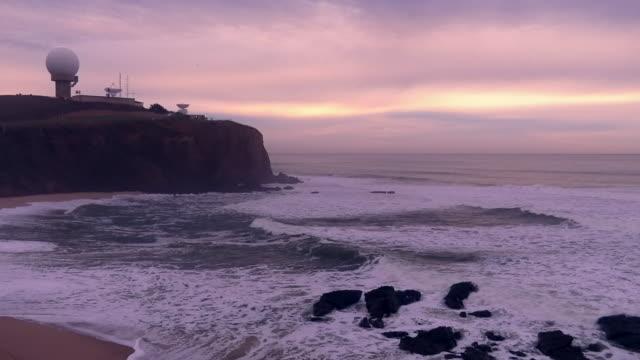 pazifische ozeanküste bei sonnenuntergang - wetterstation stock-videos und b-roll-filmmaterial