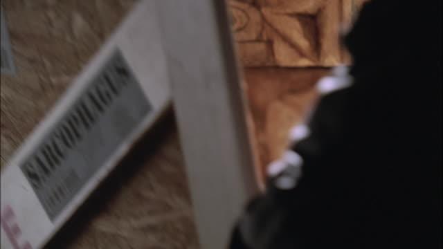 stockvideo's en b-roll-footage met cu packing crate labeled sarcpohagus opening to reveal intricately carved artwork - breedbeeldformaat