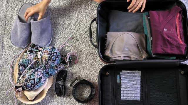 vídeos y material grabado en eventos de stock de maleta de embalaje - crucero vacaciones