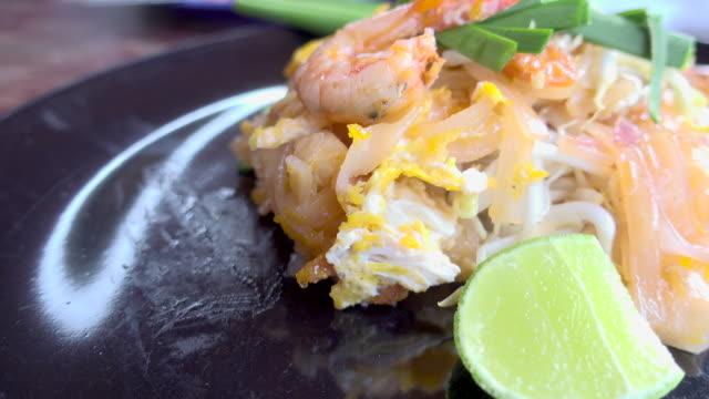 pad thai noodle on black plate - tagliatelle stock videos and b-roll footage