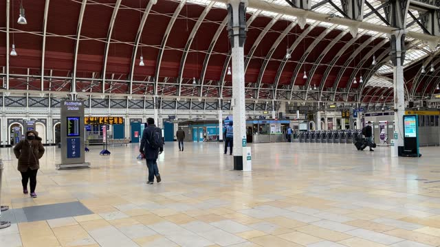 paddington train station close to empty during what would traditional be peak times on january 11, 2021 in london, united kingdom. british mps will... - land vehicle stock videos & royalty-free footage