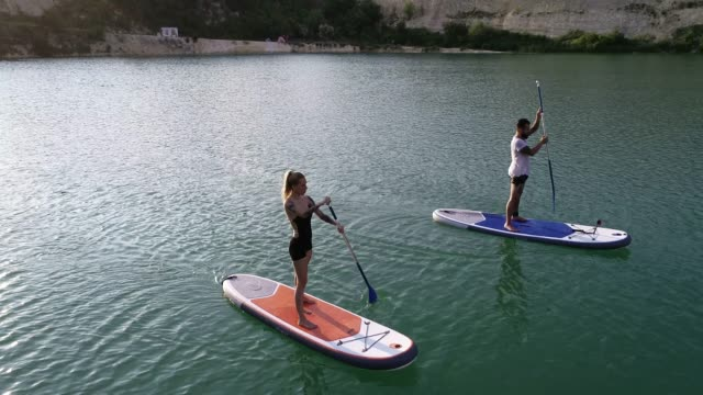 paddleboarding - pagaiare video stock e b–roll