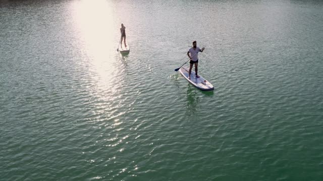 stockvideo's en b-roll-footage met paddleboarding - peddelen