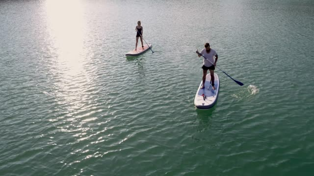 stockvideo's en b-roll-footage met paddleboarding - peddel