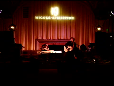 paddy casey at the nicole khristine jewelry launch featuring dj am, grandmaster flash and macy gray performing the first ever turntable symphony at... - メイシー グレイ点の映像素材/bロール