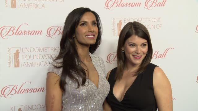 padma lakshmi and gail simmons at8th annual blossom ball to benefit the endometriosis foundation of america at pier sixty at chelsea piers on april... - パドマ ラクシュミ点の映像素材/bロール