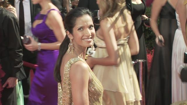 padma lakshmi at the 60th primetime emmy awards at los angeles ca. - パドマ ラクシュミ点の映像素材/bロール