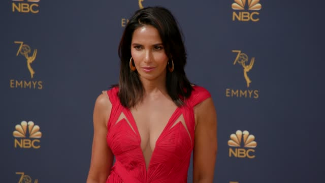 vídeos de stock, filmes e b-roll de padma lakshmi at the 70th emmy awards arrivals at microsoft theater on september 17 2018 in los angeles california - 70th annual primetime emmy awards