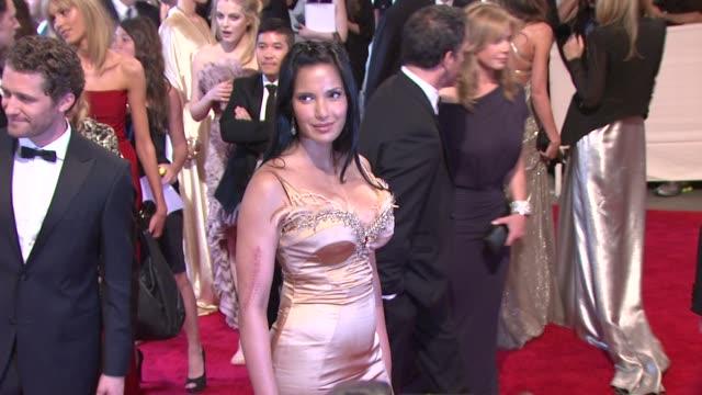 padma lakshmi at the 'american woman: fashioning a national identity' met gala - arrivals at new york ny. - パドマ ラクシュミ点の映像素材/bロール