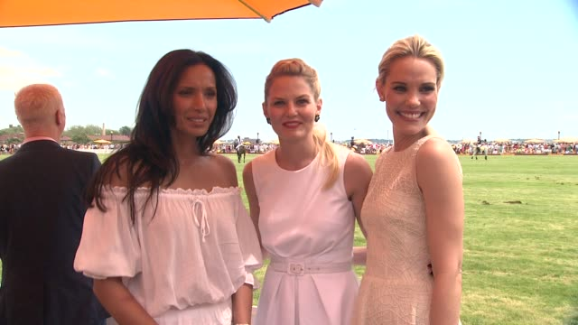 padma lakshmi jennifer morrison and leslie bibb at the fifth annual veuve clicquot polo classic on 6/02/2012 in new york ny united states - 動物を使うスポーツ点の映像素材/bロール