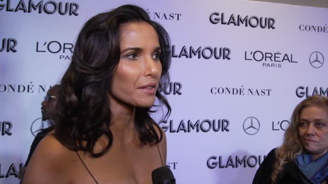 padma lakshmi talks about how becoming a mother changed her perspective at the glamour's 2018 women of the year at spring studios on november 12,... - パドマ ラクシュミ点の映像素材/bロール