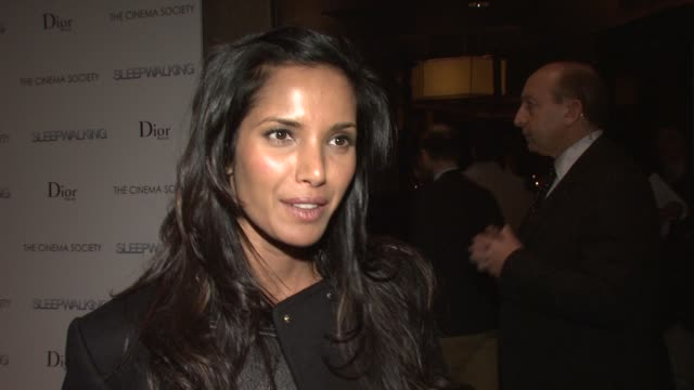 """padma lakshmi talks about what brings her out tonight, how she loves dennis and his work, the premiere of """"top chef"""" and filming in chicago, how she... - パドマ ラクシュミ点の映像素材/bロール"""