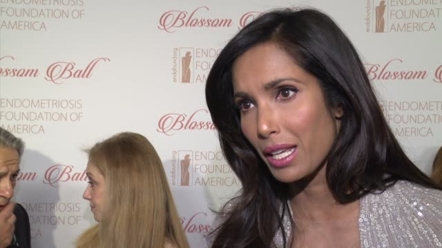 stockvideo's en b-roll-footage met interview padma lakshmi talks about why this cause is close to her heart at 8th annual blossom ball to benefit the endometriosis foundation of... - chelsea piers