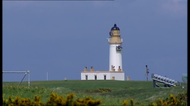 padraig harrington visits turnberry golf course ahead of the 2009 open championship more general views of turnberry golf course and preparations for... - the open championship stock-videos und b-roll-filmmaterial