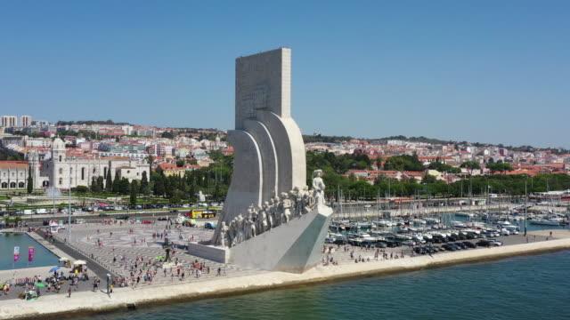 padrao dos descobrimentos / lisbon, portugal - porto marittimo video stock e b–roll