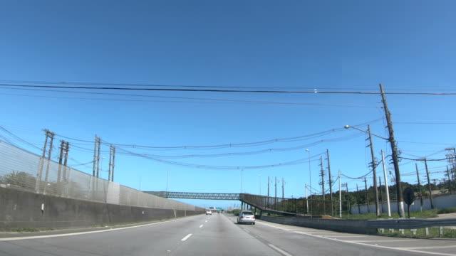 vídeos de stock, filmes e b-roll de rodovia padre manoel da nóbrega (br 101) - cabo de alta tensão