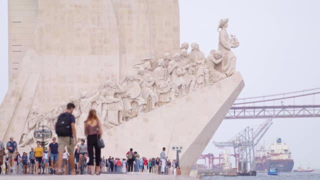 padrão dos descobrimentos in lisbon, portugal - padrão stock videos & royalty-free footage