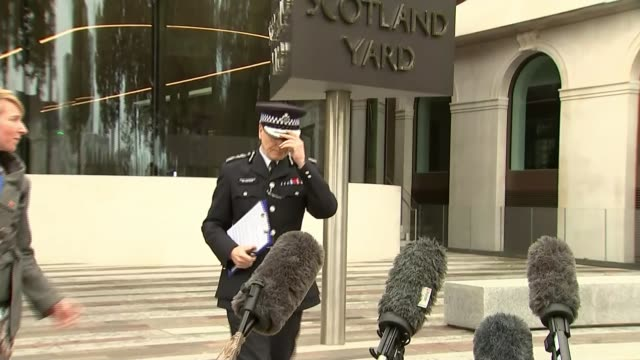 metropolitan police accused of breaking the law during operation midland investigation england london ext sir stephen house press conference... - 警視庁点の映像素材/bロール