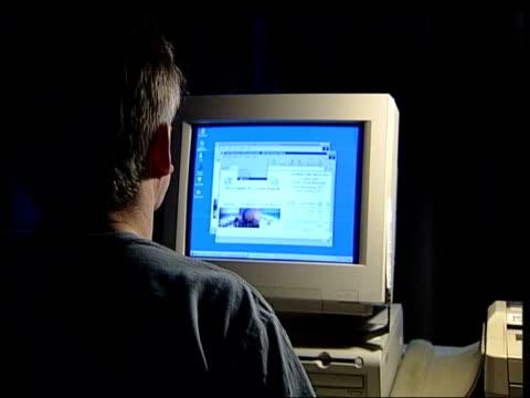 vídeos de stock, filmes e b-roll de lib paedophile using computer to send email to minor - send