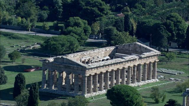 パエストゥム -航空写真-カンパニア、provincia ディサレルノ 、capaccio,イタリア - ペディメント点の映像素材/bロール