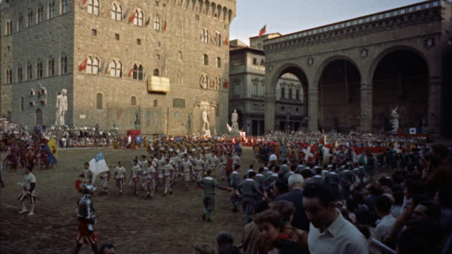 ws pageantry scenes in piazza della signoria / florence, italy - anno 1954 video stock e b–roll