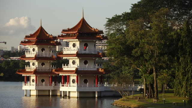t/l ws pagoda at chinese garden/singapore - classical chinese garden stock videos & royalty-free footage