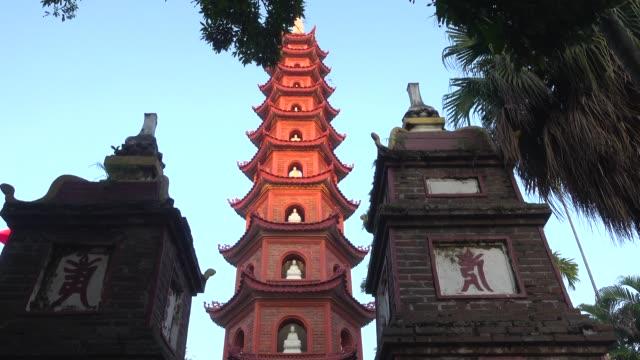 stockvideo's en b-roll-footage met pagoda at tran quoc buddhist temple at hanoi - altaar