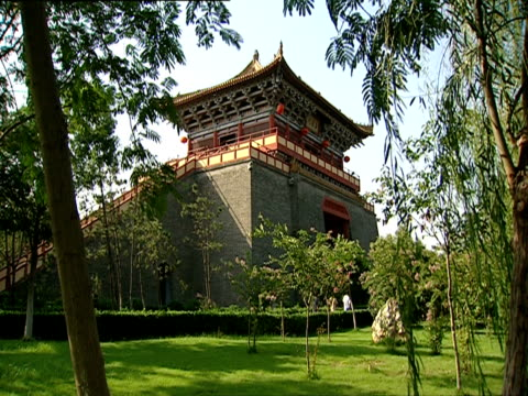 ms, pagoda style building, china - placca di montaggio fissa video stock e b–roll