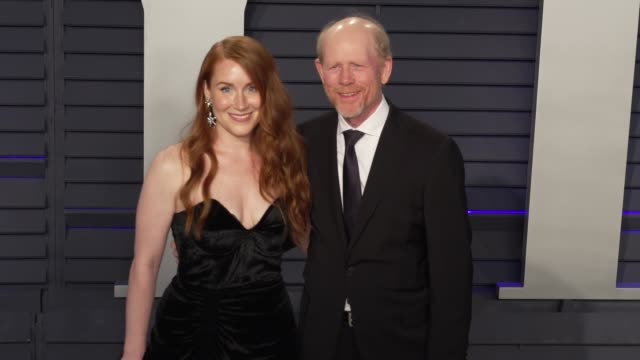 vídeos de stock, filmes e b-roll de paige howard and ron howard at 2019 vanity fair oscar party hosted by radhika jones at wallis annenberg center for the performing arts on february 24... - ron howard