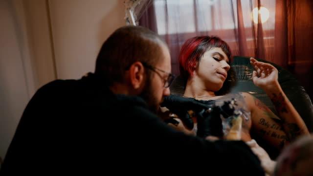 painfull artist - tattoo stock videos & royalty-free footage