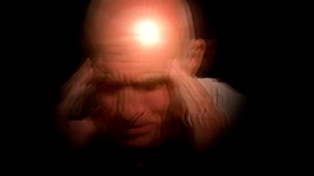 vidéos et rushes de painkillers cause headaches warning; graphicised sequence man holding head with headache pain as tablets and pills overlaid - mal de tête