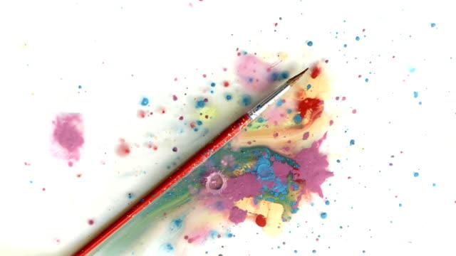 vídeos de stock, filmes e b-roll de hd: de um pincel de pintura escorrendo - pulverizando