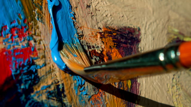 stockvideo's en b-roll-footage met paintbrush with oil paint on classical canvas - schilderijen