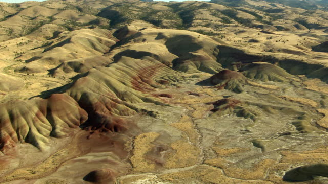 stockvideo's en b-roll-footage met ws aerial painted hills at john day fossil beds national monument / oregon, united states - oregon amerikaanse staat