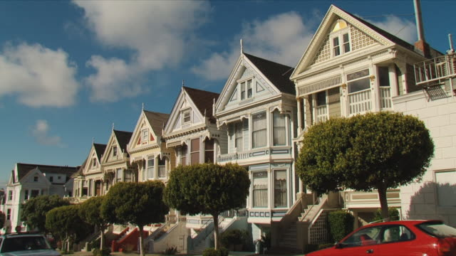 ws painted ladies / san francisco, california, usa - houses in a row stock videos & royalty-free footage