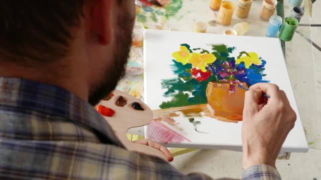 4К Painter working in studio