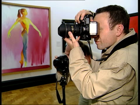 frank auerbach interview; england: london: int frank auerbach posing for press photocall press photographers taking photos auerbach standing in front... - graphite stock videos & royalty-free footage