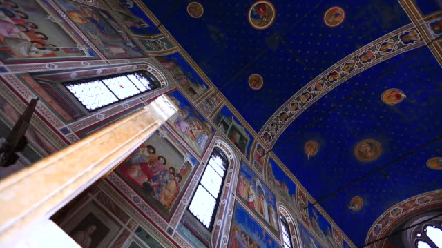 a painting on the ceiling in the scrovegni chapel, padova, italy - 礼拝堂点の映像素材/bロール