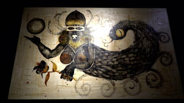 stockvideo's en b-roll-footage met schilderen op de muur van een tentoonstelling - tentoonstelling