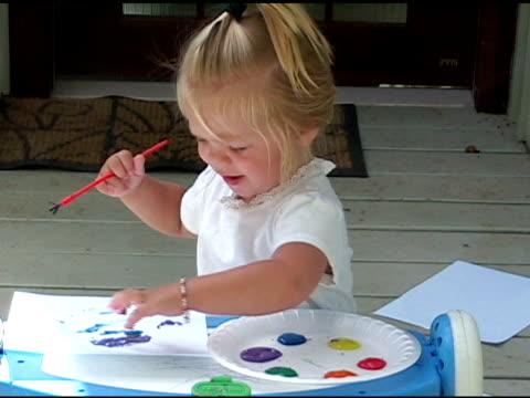 painting pictures. - endast flickor bildbanksvideor och videomaterial från bakom kulisserna