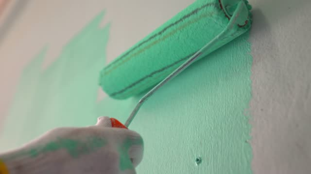 painting the wall - wand stock-videos und b-roll-filmmaterial
