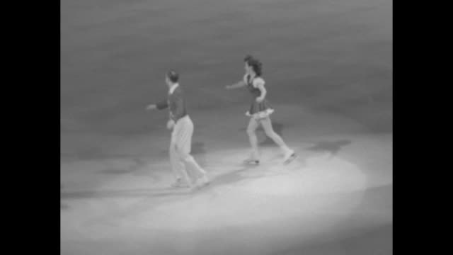 vídeos de stock, filmes e b-roll de pairs skating performance they finish - segmento editado