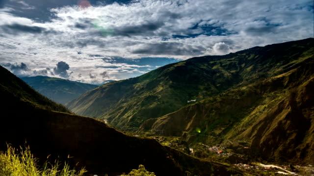 stockvideo's en b-roll-footage met paisaje en baños ecuador timelapse - ecuador
