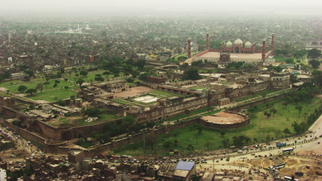 pakistan : badshahi mosque in lahore - lahore pakistan stock videos & royalty-free footage