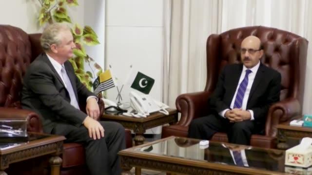 vídeos de stock e filmes b-roll de pakistan has permitted the u.s. senator chris van hollen to visit pakistan administered azad jammu and kashmir, pakistani foreign ministry spokesman... - cargo governamental