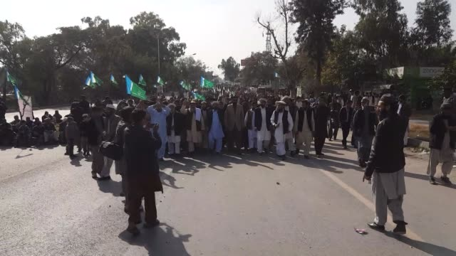 pakistan kashmiri raises joint hands in solidarity to mark kashmir solidarity day in pakistan on february 05 2018 rallies and demonstrations are held... - pakistan stock videos & royalty-free footage
